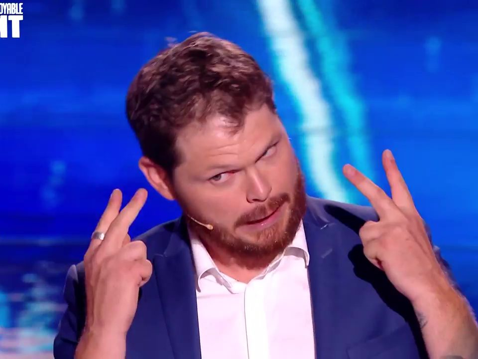 Maxence Vire Magicien (TV INCROYABLE TALENT)_15