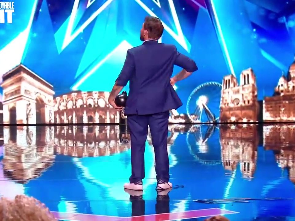 Maxence Vire Magicien (TV INCROYABLE TALENT)_25